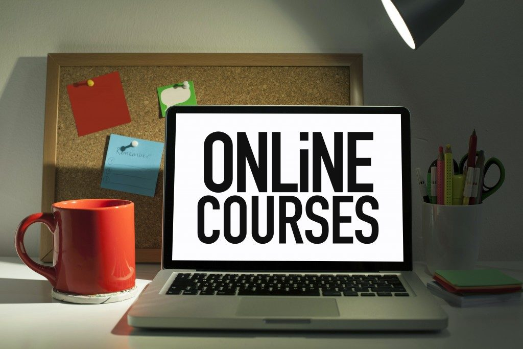 Online courses page on laptop